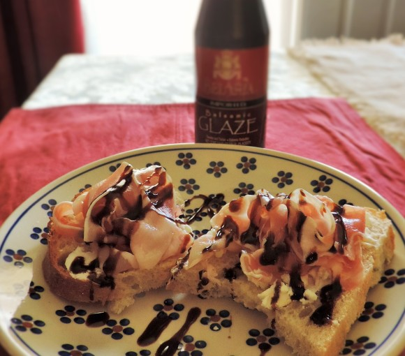 Prosciutto Toasts with Balsamic Glaze