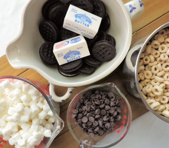 chocolate-cookie-cereal-treats-ingredients